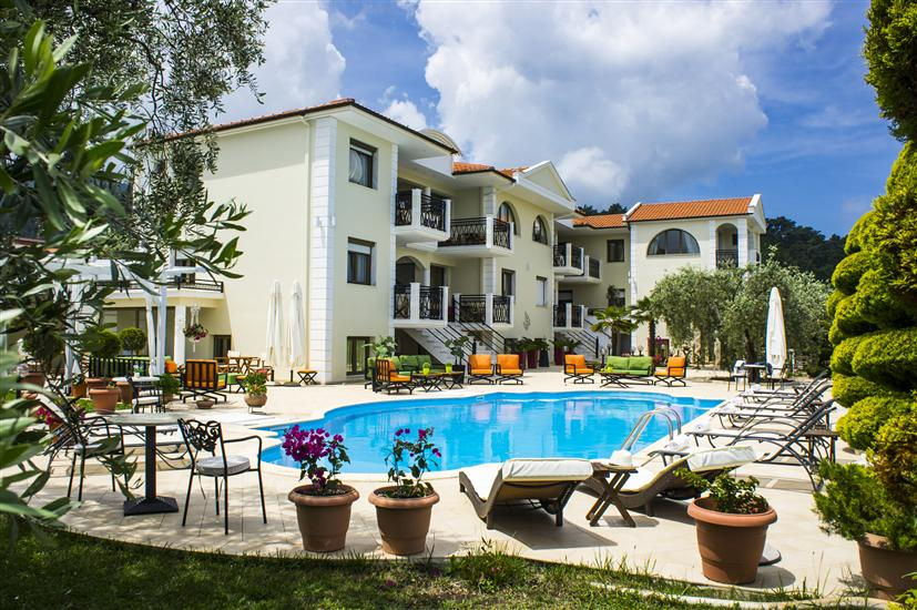 Maryan Apartments